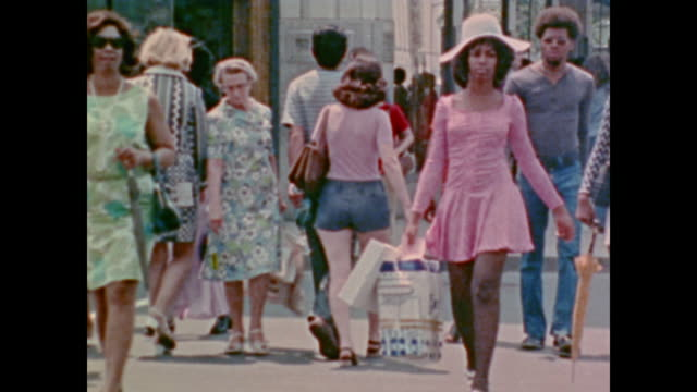 1974 crowd enjoy 4th of july pipers on a sunny urban street - parade stock videos & royalty-free footage