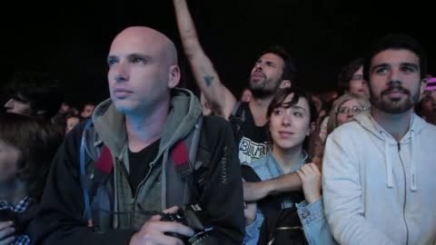 stockvideo's en b-roll-footage met crowd enjoying one of the concerts at the primavera sound music festival in barcelona, on may 24, 2013. primavera sound festival 2013 at parc del... - festivalganger