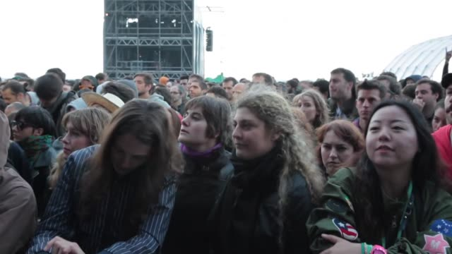 crowd enjoying one of the concerts at the primavera sound music festival in barcelona. primavera sound festival 2013 at parc del forum, barcelona. on... - お祭り好き点の映像素材/bロール