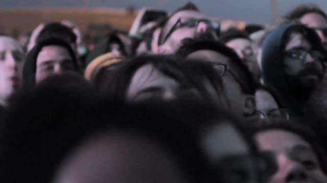 stockvideo's en b-roll-footage met crowd enjoying one of the concerts at the primavera sound music festival in barcelona. primavera sound festival in barcelona 2013 at parc del forum,... - festivalganger