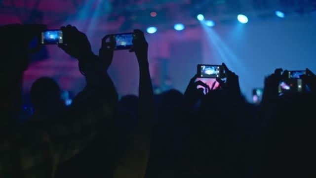 crowd filming pop concert - 部分点の映像素材/bロール