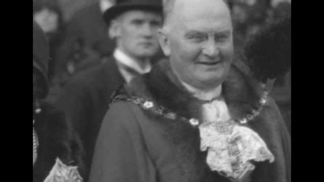 crowd gathered behind sir william waterlow before procession begins / waterlow in lord mayor's ceremonial attire standing with wife and another... - group of people stock videos & royalty-free footage