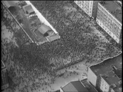 vídeos de stock e filmes b-roll de aerial crowd gathered near george washington bridge for dedication ceremony / nyc - 1931