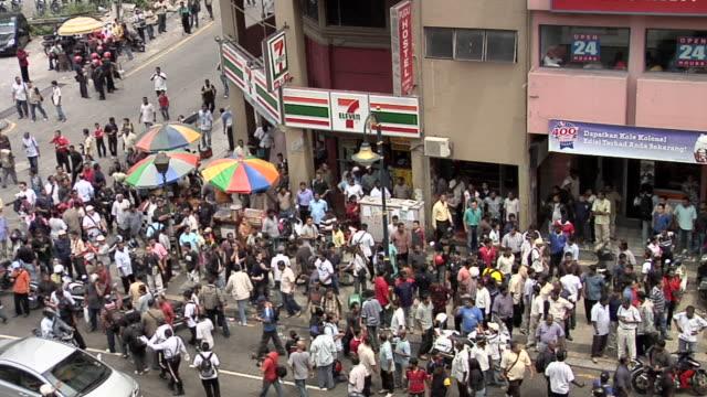 ws crowd gathering during demonstration in jalan pudu / kuala lumpur, malaysia - クアラルンプール点の映像素材/bロール