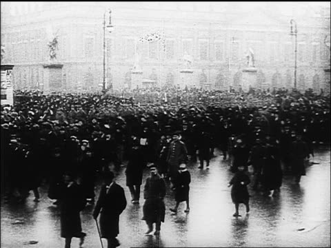 b/w 1918 crowd gathering in large german plaza / documentary - 1918 stock videos and b-roll footage