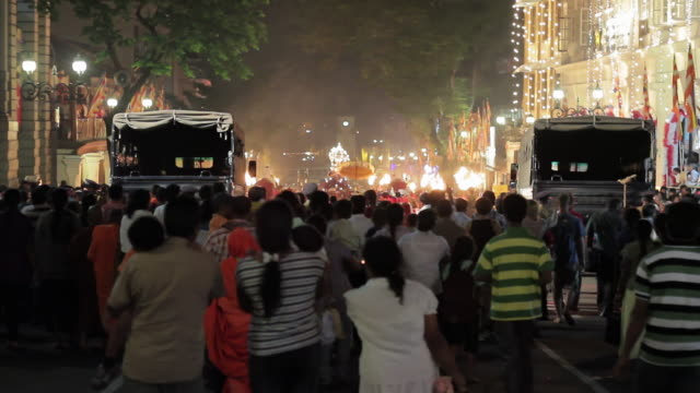 ms slo mo crowd heads home after buddhist procession 'esala perahera' (festival of tooth) has finished / kandy, central province, sri lanka - sri lankan culture stock videos & royalty-free footage