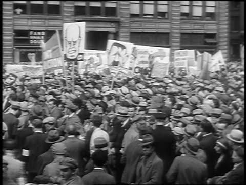 vídeos de stock e filmes b-roll de b/w 1933 crowd holding signs at communist demonstraton / union square nyc - 1933