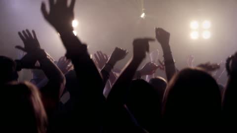 vídeos y material grabado en eventos de stock de multitud en la discoteca - celebración ocasión especial