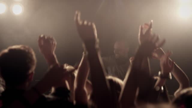 Menschenmenge in der disco