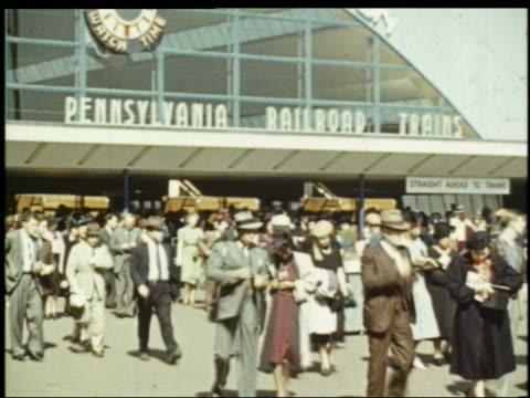 pan crowd in front of long island railroad station at ny world's fair - esposizione universale di new york video stock e b–roll