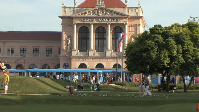 ws crowd in front of train station / zagreb, croatia - zagreb stock videos & royalty-free footage