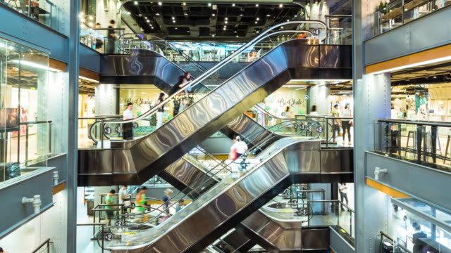 vídeos de stock e filmes b-roll de crowd in shopping mall,timelapse - comércio consumismo