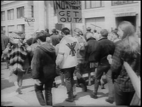 view crowd marching on market street in antiwar rally / san francisco / newsreel - peace demonstration stock videos and b-roll footage