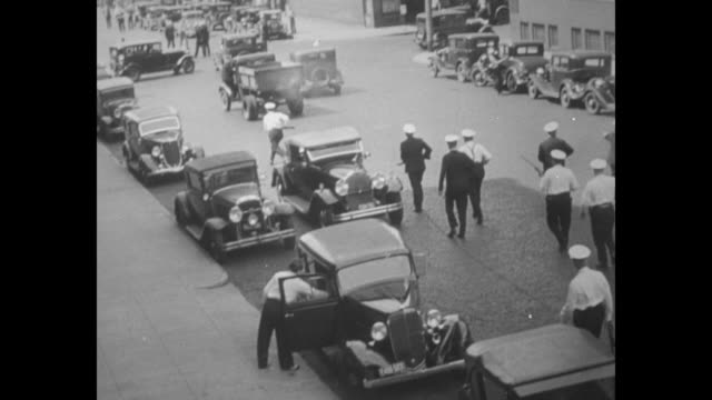 vidéos et rushes de crowd mills around on minneapolis street / riot police on street / vs striking truckers and policemen beat each other with clubs and batons wounded... - 1934