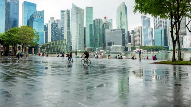 Anonyme Menschenmenge von Menschen auf der geschäftigen Stadt Singapur