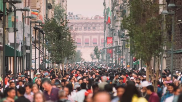 crowd of commuters in mexico city - america latina video stock e b–roll