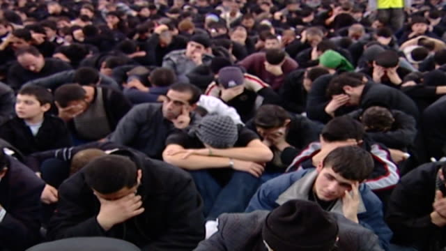 crowd of mourning shiite men during the ashura in dahieh. ashura is the 10th day of muharram in the islamic calendar commemorating the death of... - シャイフ点の映像素材/bロール
