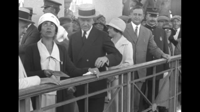 ws crowd of people around plymouth rock monument car with pres calvin coolidge and first lady grace coolidge parked in front of monument / coolidge... - massachusetts stock-videos und b-roll-filmmaterial
