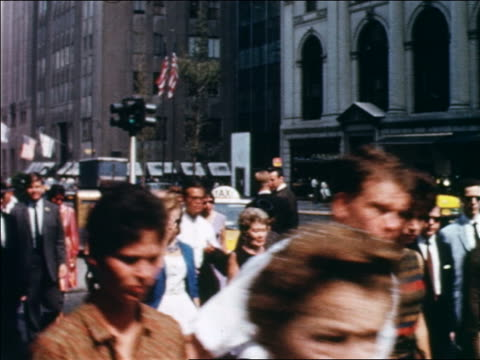 vídeos de stock, filmes e b-roll de 1960 crowd of people crossing street at intersection / nyc / newsreel - 1960