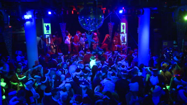 ha ws crowd of people dressed as santa claus dancing in night club, new york city, new york state, usa - nightclub stock videos & royalty-free footage