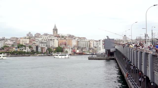 HD : Menge von Menschen Angeln am Galata-Brücke