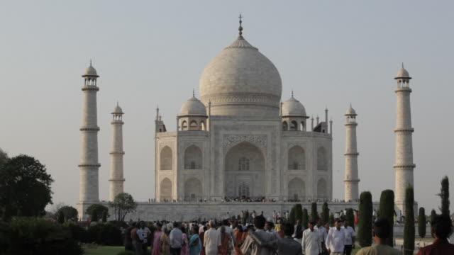 ws crowd of people in front of taj mahal / agra, india - taj mahal stock videos and b-roll footage
