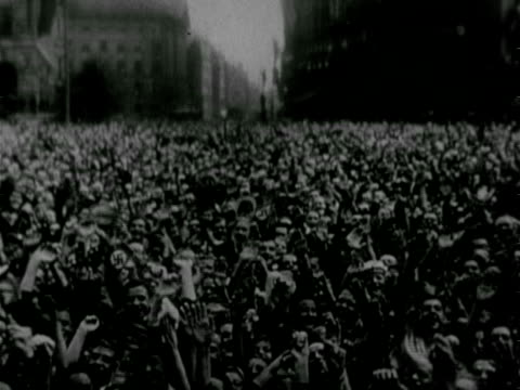 vídeos y material grabado en eventos de stock de crowd of people in street holding small swastika flags waving holding arms upward adolf hitler raising hand to people hermann goering goebbels... - 1936