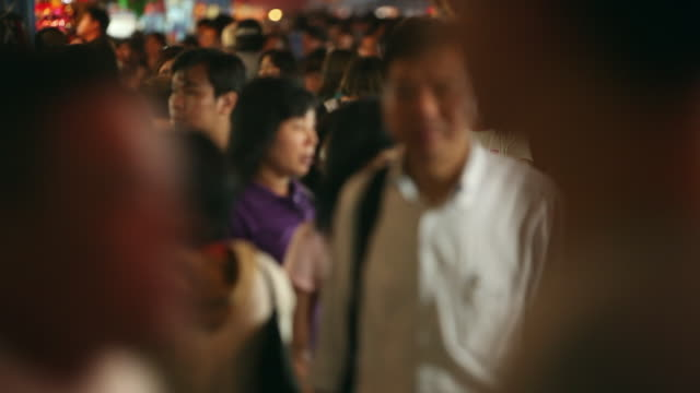 ws crowd of people shopping in chinatown - chinatown stock videos & royalty-free footage
