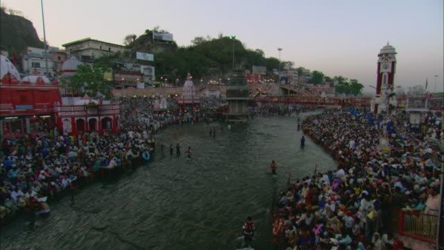 t/l ha ws crowd of people standing along riverbank and bathing in river / haridwar, uttarakhand, india - okänt kön bildbanksvideor och videomaterial från bakom kulisserna