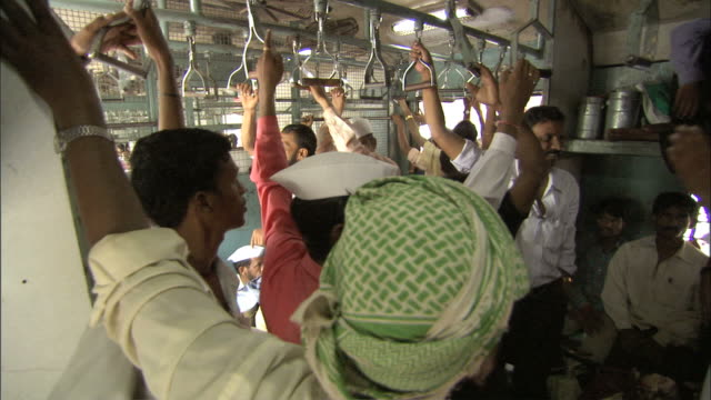 vidéos et rushes de ms  crowd of porters riding on passenger train / mumbai , maharashtra, india - inde