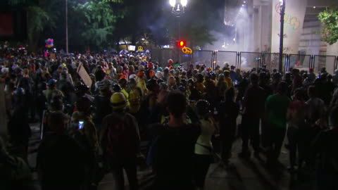 crowd of protesters and fireworks outside of the federal courthouse in portland, oregon. - united states and (politics or government) stock videos & royalty-free footage