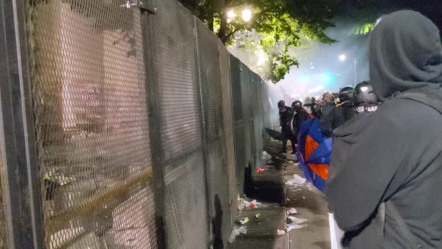 crowd of protesters gather around a newly-reinforced permitter fence outside the mark o. hatfield u.s. courthouse on july 22, 2020 in portland,... - portland oregon stock videos & royalty-free footage