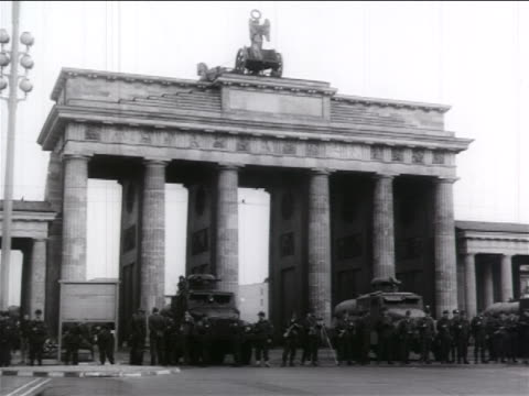 b/w 1961 crowd of soldiers standing in front of brandenburg gate / west berlin / cold war / doc - westberlin stock-videos und b-roll-filmmaterial