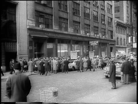 b/w 1958 crowd of strikers outside building on nyc street in garment center / newsreel - fackförbund bildbanksvideor och videomaterial från bakom kulisserna