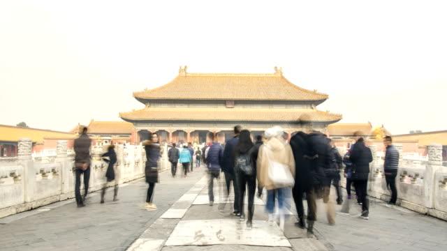 TL: Masse der Reisenden auf den Palast der Himmlischen Reinheit