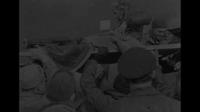 vídeos de stock, filmes e b-roll de ws crowd of us army air corps personnel on grounds of airfield and standing on top of control tower as they wait for returning b17s / rear shot... - pista de aterrizagem