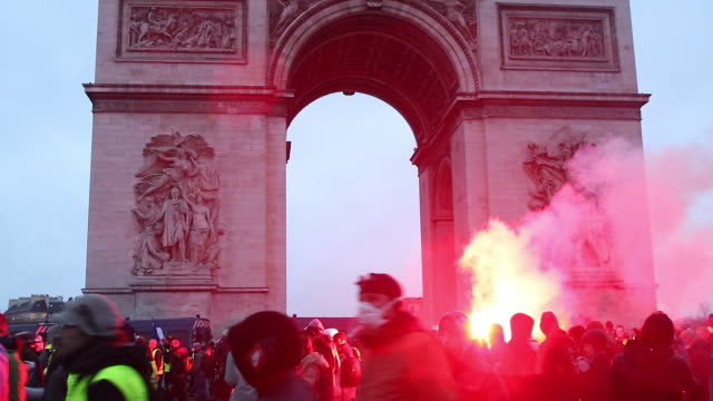 crowd of yellow vests in front of the triumphal arch with smoke grenades - reflective clothing stock videos & royalty-free footage