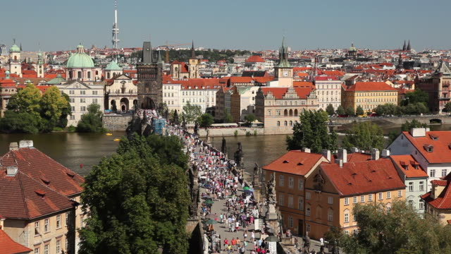 WS HA Crowd on Charles Bridge / Prague, Czech Republic