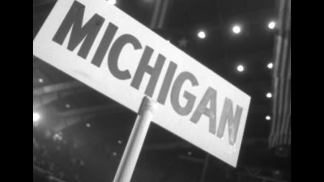 vidéos et rushes de crowd on convention floor cheering some waving / crowd cheering / looking down on packed floor and balconies / ms two men at podium / cu michigan... - actualités cinématographiques