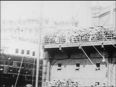 B/W 1912 crowd on dock waving to crowd on deck of cruise ship / newsreel