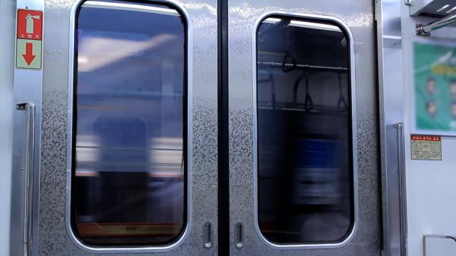 Multidão em plublic Comboio