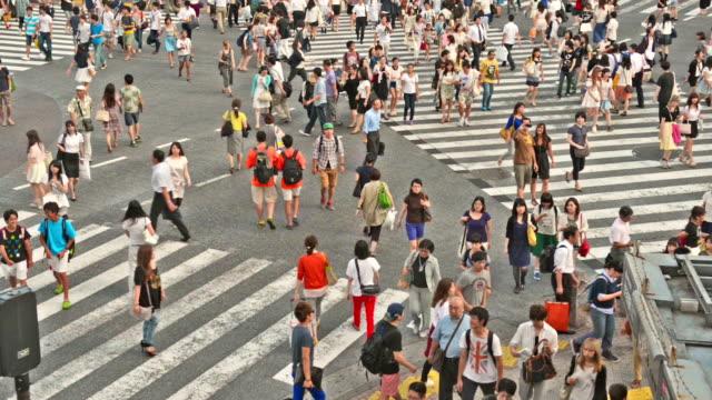Folla su Incrocio di Shibuya a Tokyo