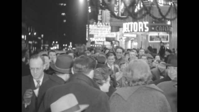 crowd on sidewalk outside the paramount theater at the premiere of the eddie cantor story -- see neon signs in background - film premiere stock videos & royalty-free footage