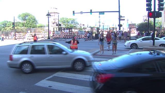 vídeos de stock, filmes e b-roll de crowd outside lollapalooza at grant park on august 04 2013 in chicago illinois - festivaleiro