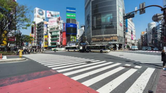 渋谷での交差道路での人々 を群衆します。 - 線路のポイント点の映像素材/bロール