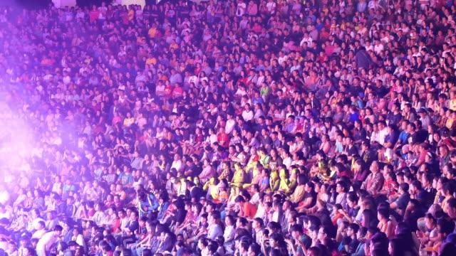 vídeos de stock e filmes b-roll de crowd people in concert - audiência