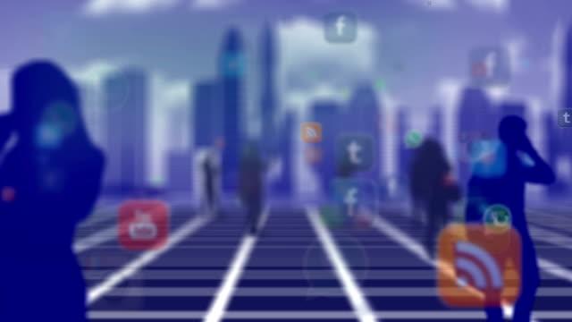 vídeos de stock e filmes b-roll de multidão de pessoas utilizando smartphone de meios de comunicação social - liquid crystal display