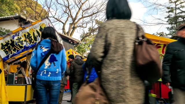 vídeos de stock e filmes b-roll de time lapse de hd: multidão na rua comercial - hd format