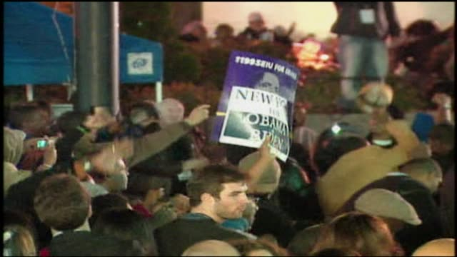 crowd reacts to obama being elected to a second term at grant park on november 04, 2008 in chicago, illinois - グラントパーク点の映像素材/bロール