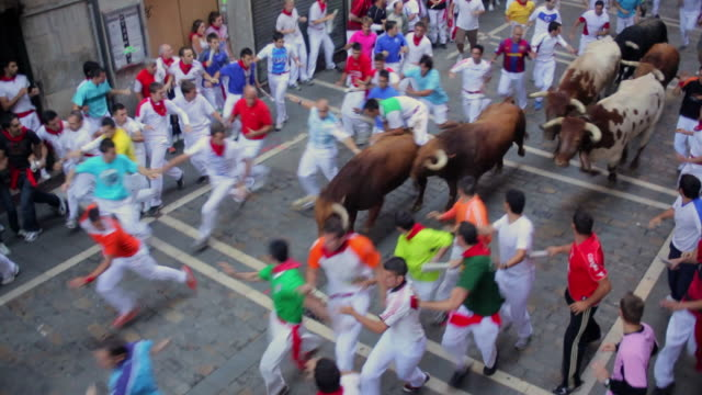 ws crowd running of the bulls encierro festival of san fermin at estafeta street / pamplona, navarre, spain - españa stock videos and b-roll footage